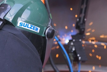 Sulzer employee at overlay welding