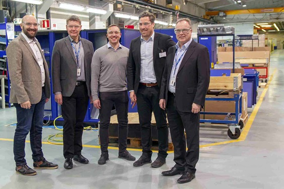 The contracting parties on tour in Sulzer's pump factory in Karhula, Finland