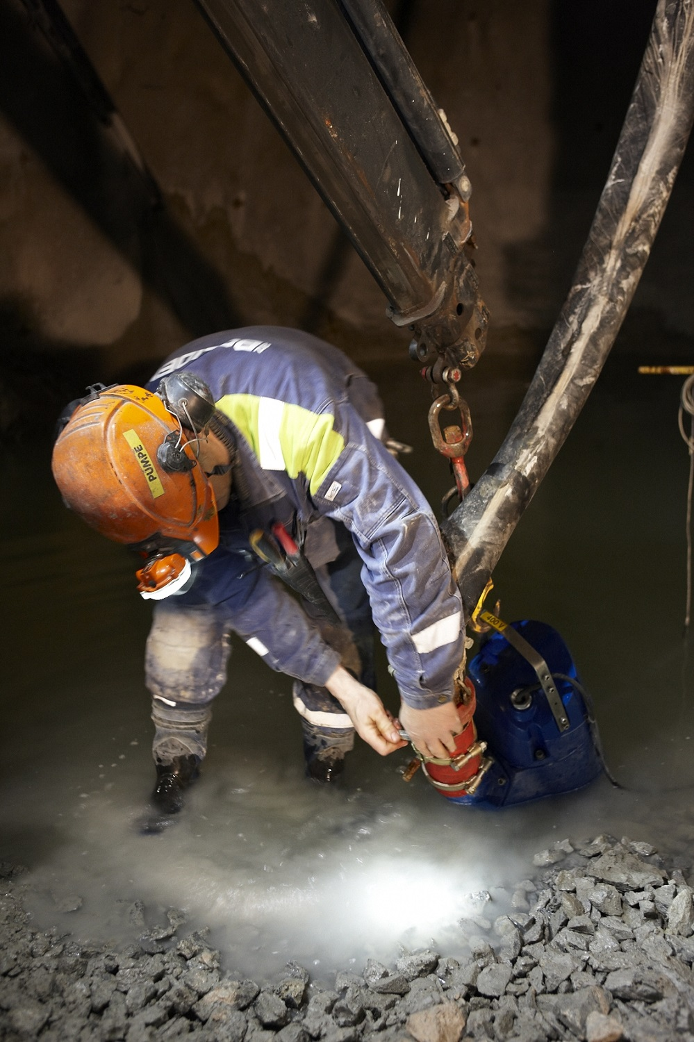 Removing water in the mine with an XJ submersible dewatering pump