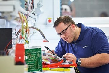 Specialist improving electronic components's design