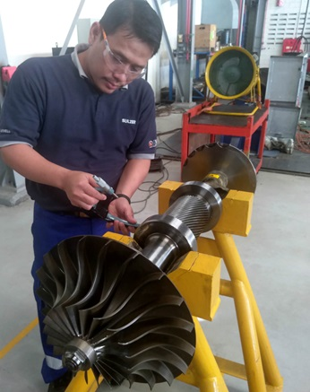 Final dimension check of the reverse engineered impeller.