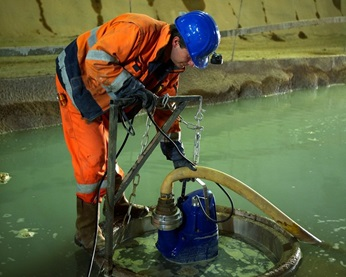 Technician installs XJ submersible drainage pump