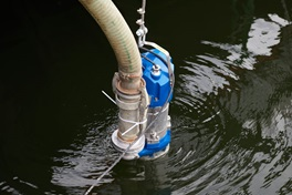 Submersible sludge pump XJS pumping  water away