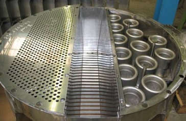 Shell ConSep™ tray with centrifugal separator visible at the left side and HiFi tray visible at the right side