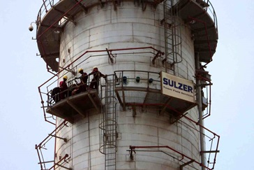 Sulzer Tower Field Service employees working