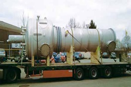 Truck on the road with a part of a liquid-liquid extraction column