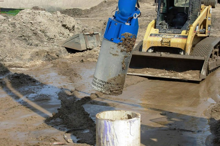 Installation of submersible drainage center-line pump at construction site