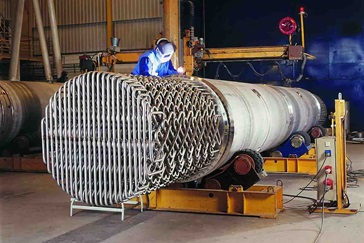 Tube bundle of a Sulzer SMR heat exchanger with employee welding