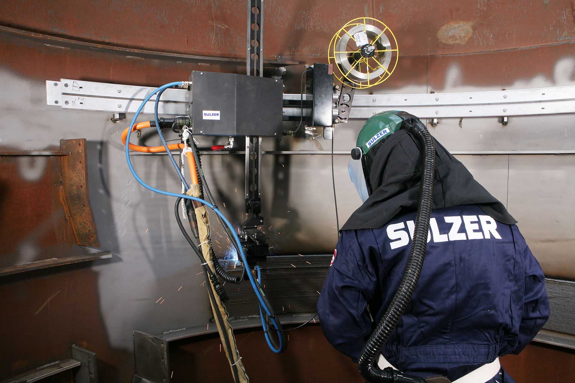 Sulzer employee at welding installation