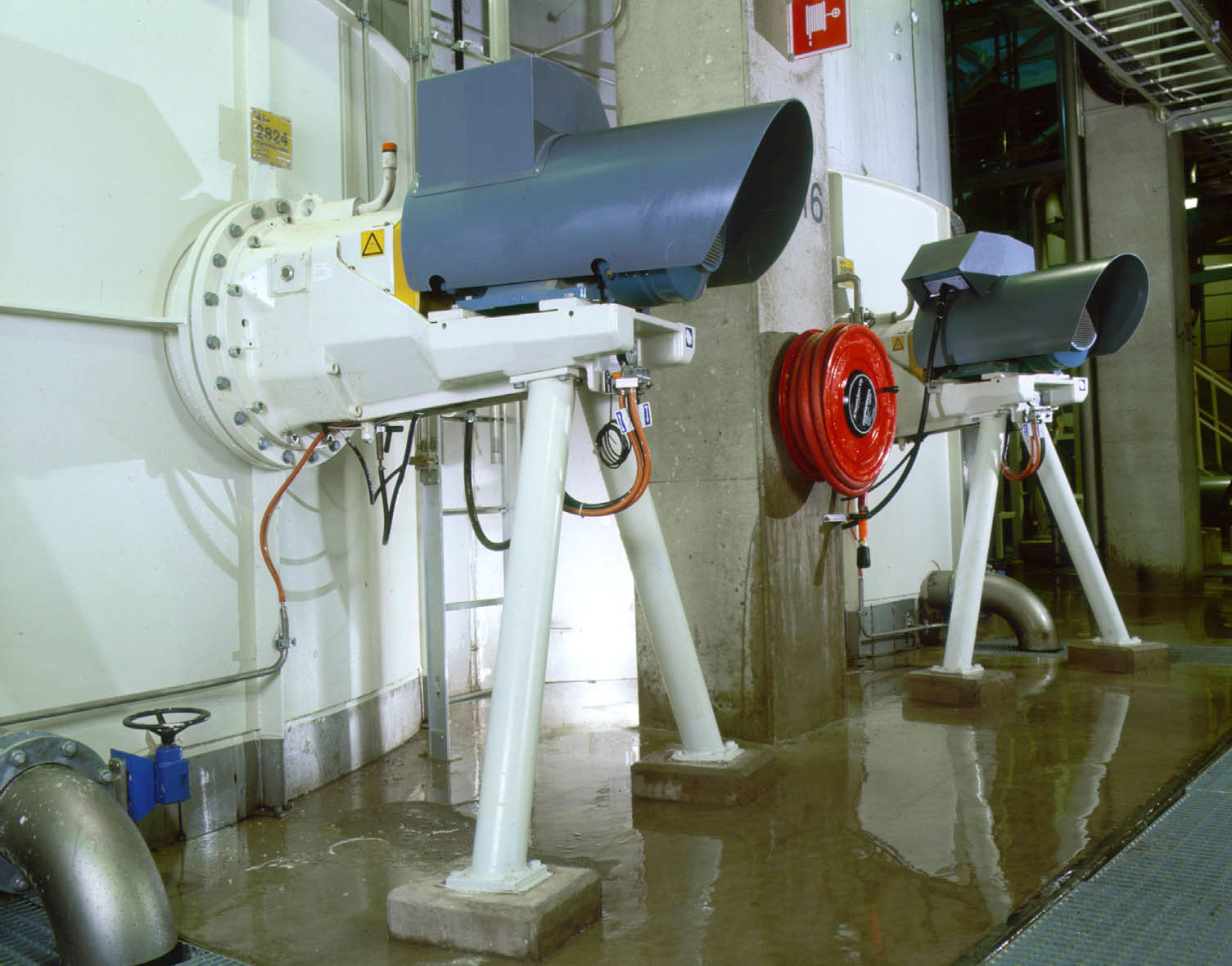 SALOMIX top-mounted agitators in a paper mill
