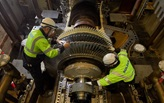 Sulzer Specialists inspecting mounted Gas turbine blades